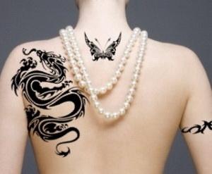 татуировка на спине девушки