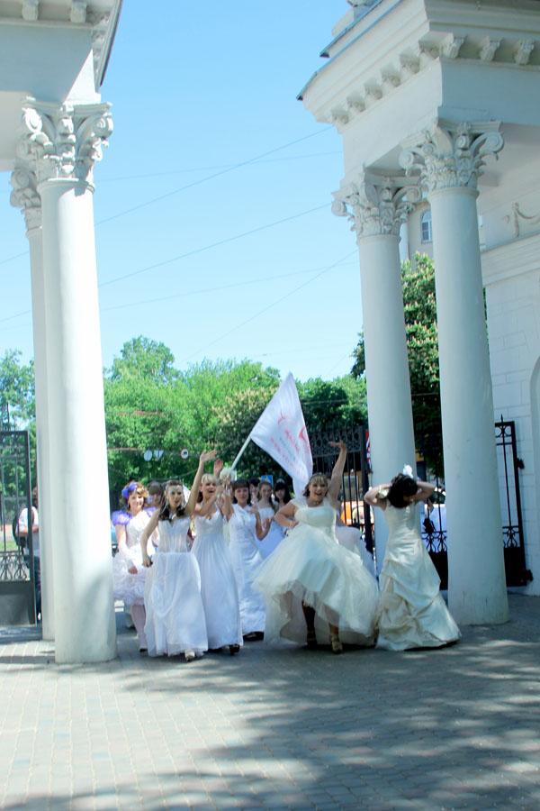 Вы просматриваете изображения у материала: Фотоотчет Анжелики Тарапацкой, парад Страна невест 2013